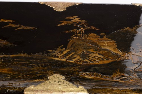 Furniture  - Japanese lacquer chest 17th on his feet Louis XIV period