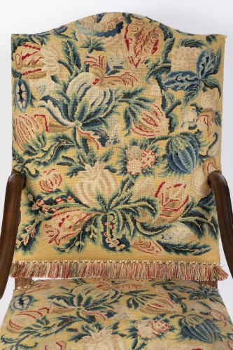 French Regence - Tapestry walnut armchairs pair Régence period 18th