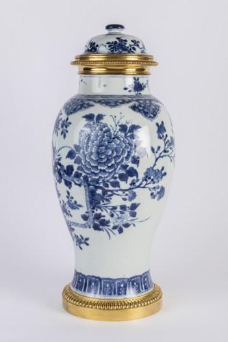 Porcelain & Faience  - Big covered China porcelain vase Kang xi period