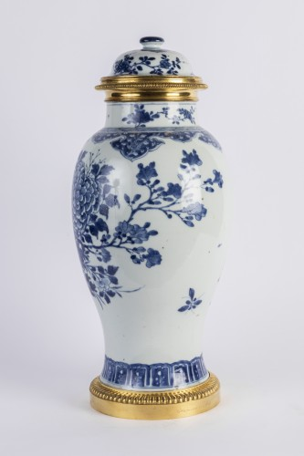 Big covered China porcelain vase Kang xi period -