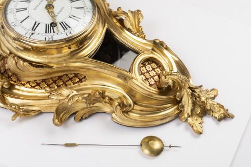 Louis XV - Gilded bronze clock Louis XV period mid 18th