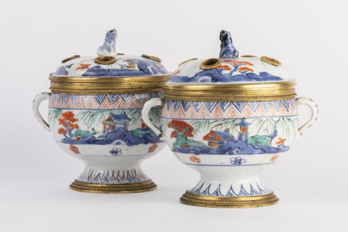 China porcelain covered jar pair 18th - Decorative Objects Style French Regence