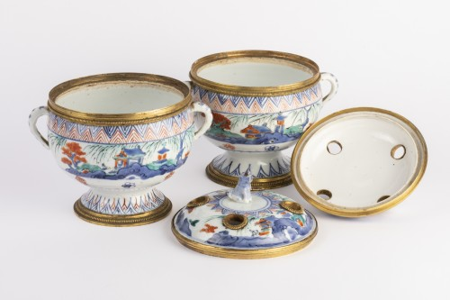 Japanese porcelain covered jar pair circa 1700 - Louis XIV