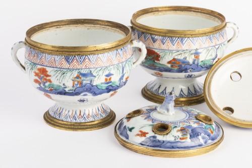 Louis XIV - Japanese porcelain covered jar pair circa 1700