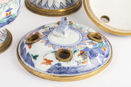 Antiquités - Japanese porcelain covered jar pair circa 1700