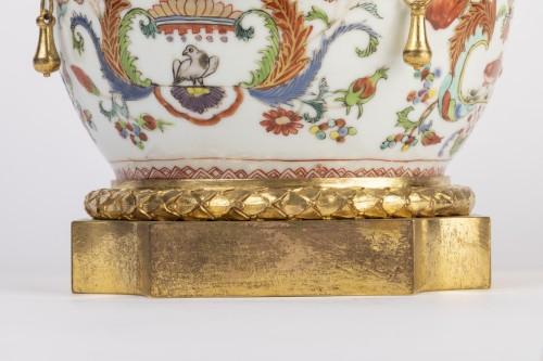 Mounted porcelain vase 18th - Porcelain & Faience Style Louis XVI