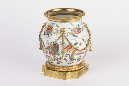 Antiquités - Mounted porcelain vase 18th