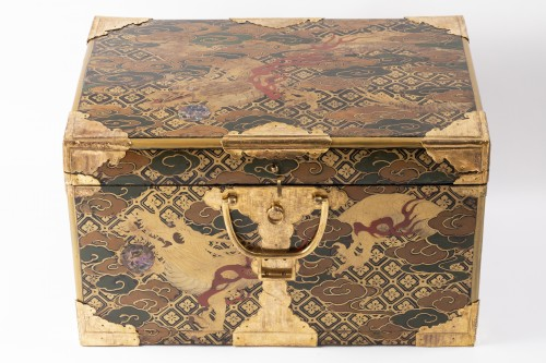 Furniture  - Japan lacquered chest 17th