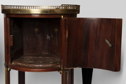 Mahogany bedside tables pair 19th century -