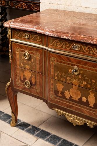 Furniture  - Transition chest stamped VIE
