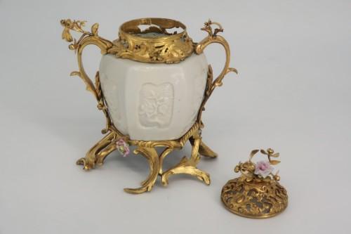 """Pot pourri"" vase China porcelain 18th century - Decorative Objects Style Louis XV"