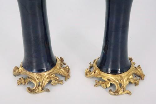 "Louis XV - Porcelain ""cornet"" vases pair mid 18th century"