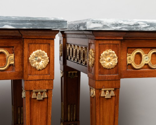 18th century - Pair of mahogany tables Neoclassical period, late 18th / early 19th