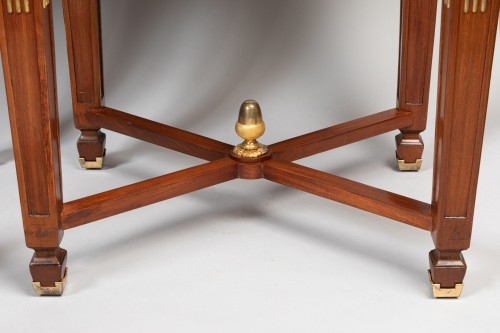 Directoire - Pair of mahogany tables Neoclassical period, late 18th / early 19th