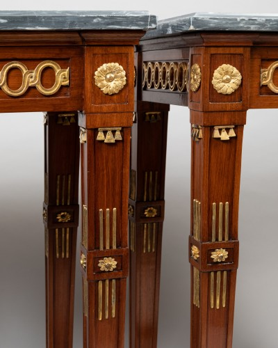 Antiquités - Pair of mahogany tables Neoclassical period, late 18th / early 19th