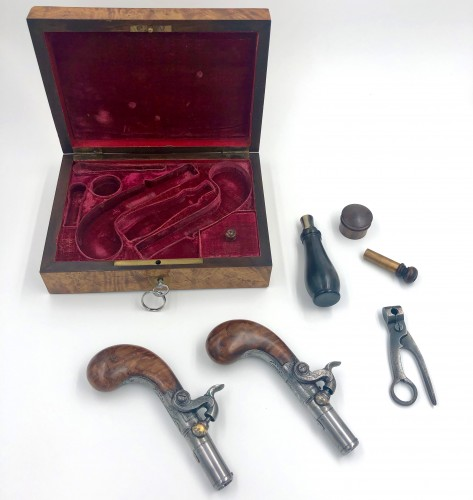 Rival Percussion Guns Set in Paris About 1820 - Collectibles Style