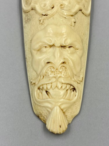 Collectibles  - 18th century ivory Tobacco grater - Achéloüs' Hercules terracing changed into a bull