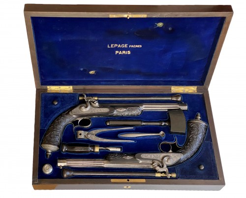 Necessary box containing a pair of percussion pistols signed LEPAGE Frères