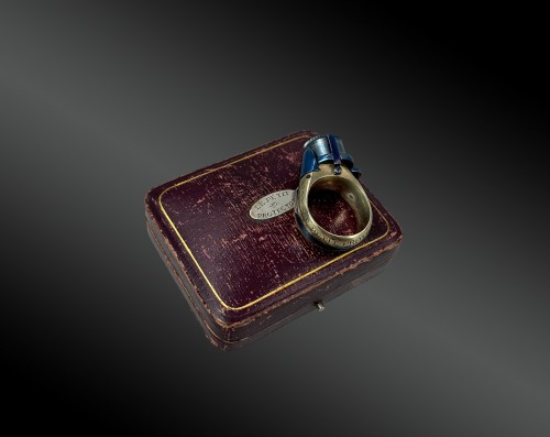 Collectibles  - Ring revolver, curiosity object in a box