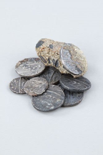 Hoard of Silver Rupees Recovered from the Wreck of the 'Taj Mahal'  - Collectibles Style