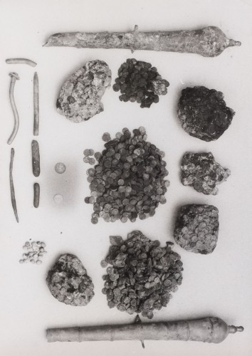 Collectibles  - Hoard of Silver Rupees Recovered from the Wreck of the 'Taj Mahal'