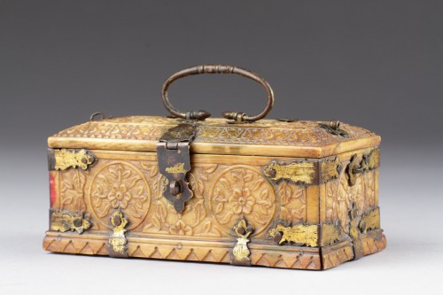 17th century - India Mughal Small Carved Ivory Casket