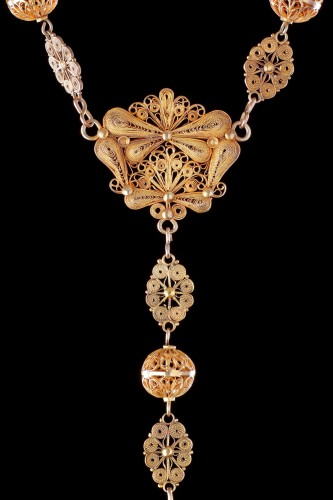 Antiquités - Spanish Gold Filigree and Coral Bead Rosary