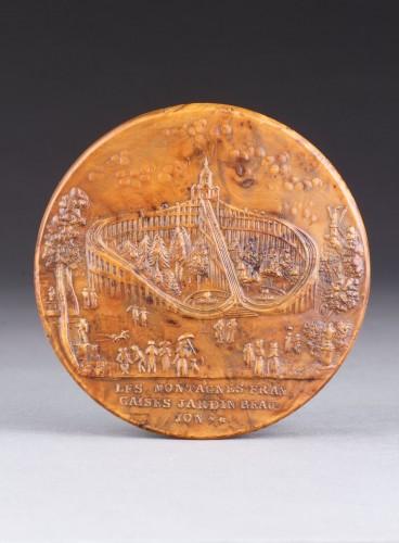 19th century - Erotic French Pressed Burr Walnut Snuff Box