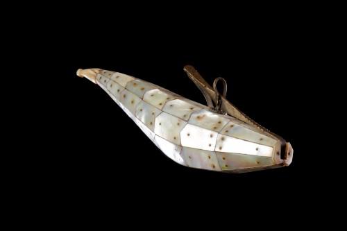 Mughal Indo-Portuguese Gujarati Fish Shaped Priming Flask 'Barutdan' - Collectibles Style