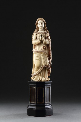 Antiquités - Carved Indo-Portuguese Ivory Madonna with Hands Clasped in Prayer