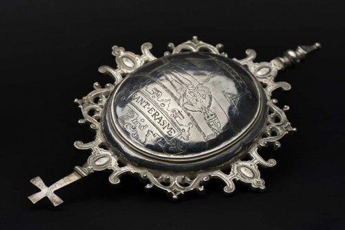 Religious Antiques  - A Spanish silver reliquary medallion dedicated to Saint Erasmus, circa 1580