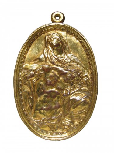 Gilt bronze plaquette of a Pietà, XVIth century