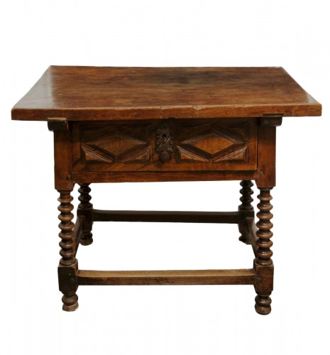 Baroque walnut table, Castile, XVIIth century