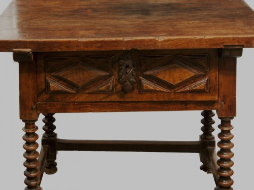 Baroque walnut table, Castile, XVIIth century - Furniture Style