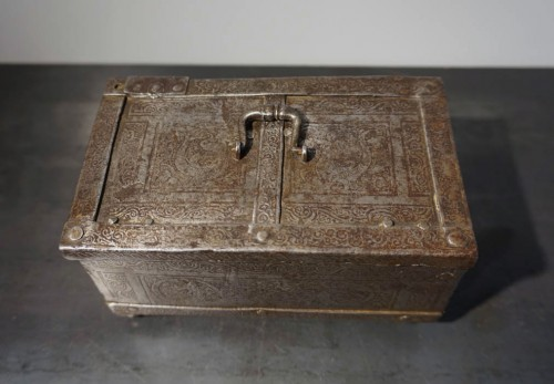 A Nuremberg casket with etched decoration, circa 1600 - Curiosities Style