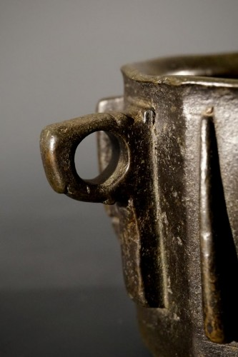 Islamic bronze mortar. Spain, XIIIth-XIVth century -