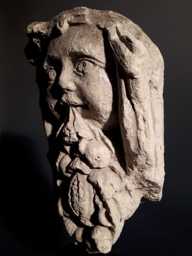 Sculpture  - French Renaissance grotesque head spilling a bunch of fruits
