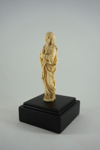 Sculpture  - Baroque Virgin of Calvary in carved ivory, 17th century