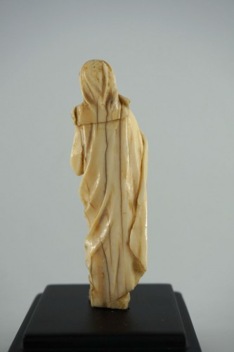 Baroque Virgin of Calvary in carved ivory, 17th century -