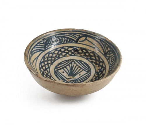Hispano-moresque bowl with blue decoration, Paterna-Manises circa 1400