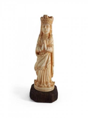 Indo-Portuguese miniature ivory figure of the Virgin, Goa, mid-XVIIIth cent