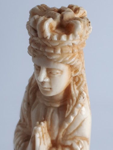 18th century - Indo-Portuguese miniature ivory figure of the Virgin, Goa, mid-XVIIIth cent