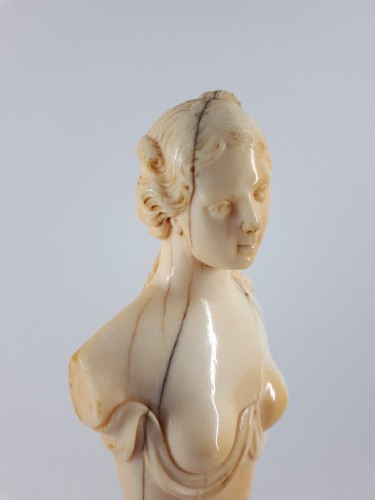Objects of Vertu  - Ariadne, ivory bust, Dieppe, XVIIIth century