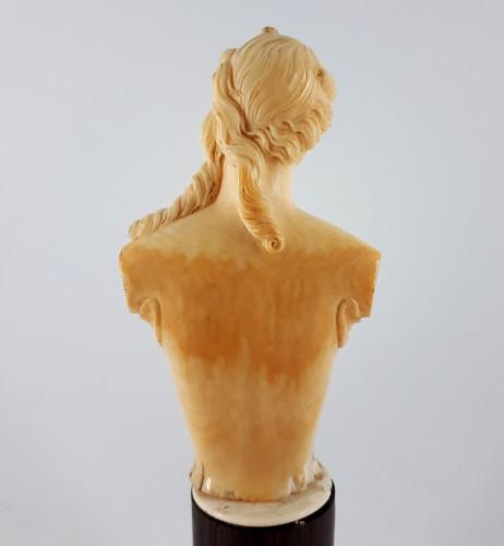 Antiquités - Ariadne, ivory bust, Dieppe, XVIIIth century