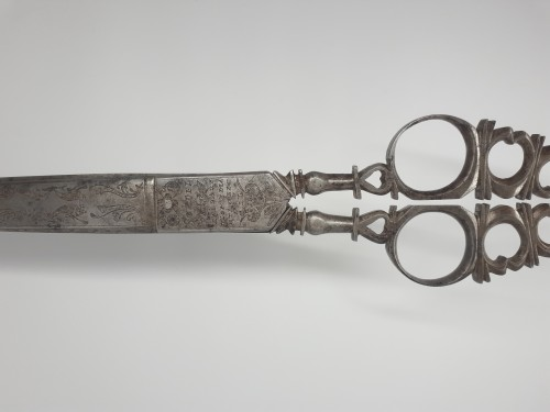 Spanish desk scissors in wrought and engraved iron, dated 1781 - Curiosities Style