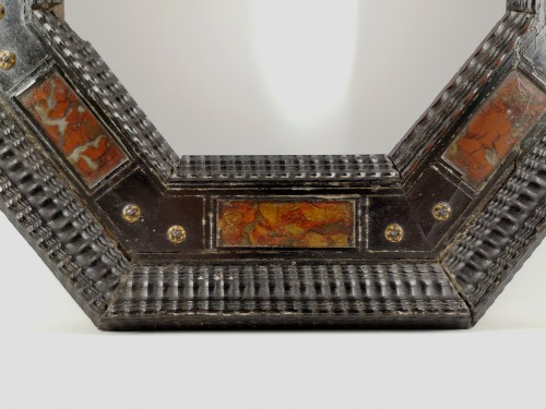 Octagonal frame with pietra dura decoration, Italy, XVIIth century - Decorative Objects Style