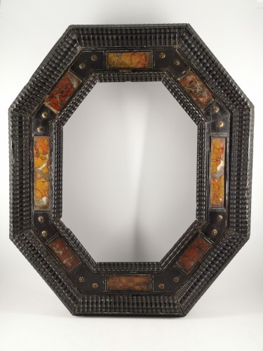 Antiquités - Octagonal frame with pietra dura decoration, Italy, XVIIth century