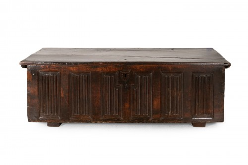Gothic linenfold chest in wallnut - Circa 1500