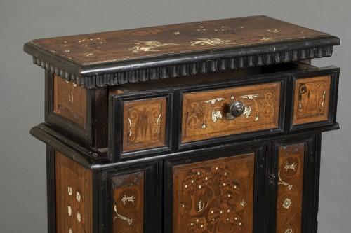Walnut wood God-Prayer and ivory inlays - Northern Italy - 17th century - Furniture Style