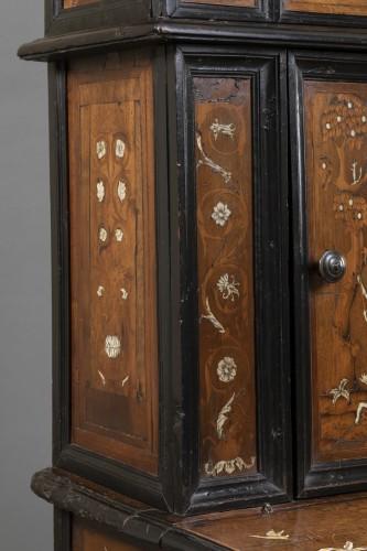 Furniture  - Walnut wood God-Prayer and ivory inlays - Northern Italy - 17th century